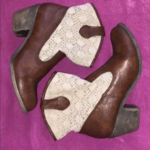 Brown & Lace ankle boots